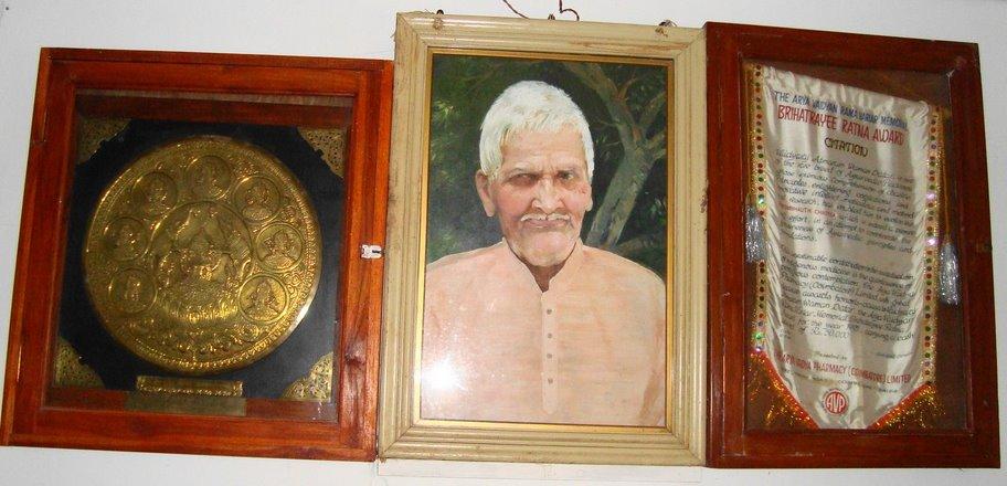 A portrait of Appa with his Brihatrayeeratna award
